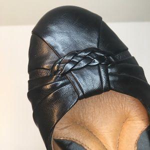 Nurture Black Flats (size: 6)